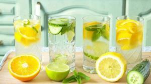 7  მიზეზი, თუ რატომ უნდა დაიწყოთ დილა ლიმონიანი წყლით