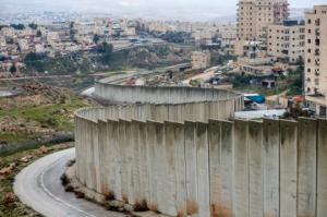 8 მეტრი სიმაღლის და 700 კილომეტრიანი ბეტონის კედელი - ისრაელის უკანონო საზღვარი პალესტინასთან