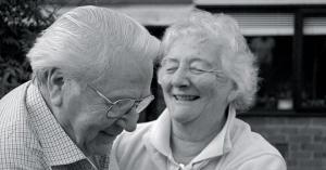 50 წლიანი თანაცხოვრების შემდეგ ქმარმა ცოლს ჰკითხა, მისი ერთგული თუ იყო: მოსმენილმა გონება დააკარგვინა