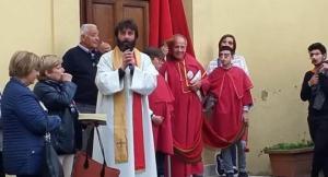 """""""იმდენს ვტიროდი,რომ რქოვანას ანთება დამეწყო""""-იტალიელმა მღვდელმა ქალის გამო ეკლესია მიატოვა"""