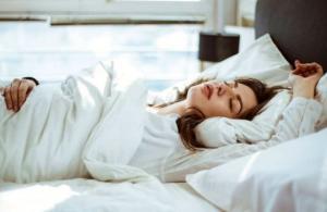 რას ამბობს თქვენი ძილის პოზა თქვენ შესახებ