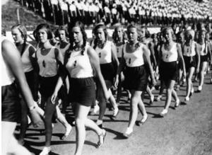 მესამე რაიხის საპატარძლოების სკოლა: როგორ ზრდიდნენ  ნაცისტები  სრულყოფილ საცოლეებს ინკუბატორში