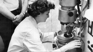 """ვინ იყო ქალი, რომელმაც 55 წლის წინ პირველად აღმოაჩინა კორონა ვირუსი და რატომ დაარქვეს მას """"კორონა"""""""