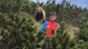 12 წლის ბიჭი მოხერხებულად დაუსხლტა უზარმაზარ დათვს(ვიდეო)