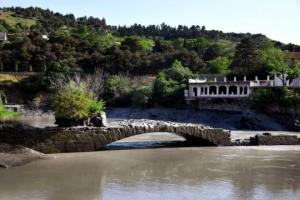 """""""პომპეუსის ხიდის"""" რეალური ისტორია - რა არ ვიცით წყალქვეშა ძეგლზე, რომელიც წელიწადში რამდენიმე დღით ჩანს"""