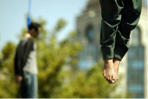 საჯაროდ სიკვდილით დასჯა ირანში, სუსტი გულის მქონეებმა არ ნახოთ!