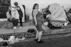 ფოტოგრაფი 9 წლის განმავლობაში იღებდა ლოს ანჯელესში უსახლკაროების ყველაზე დიდ დასახლებულ უბანს- აი შედეგიც