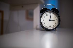 რამდენი საათი უნდა გვეძინოს დღე-ღამეში: კვლევის შედეგები, რომლებიც გაგაკვირვებთ