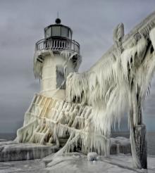 თოვლის და ყინულის ურთიერთქმედებით შექმნილი წარმოუდგენლად ლამაზი კადრები.