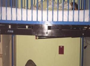 ჩაძინებული მამაკაცის ამ ფოტომ მთელი ინტერნეტი მოიარა - დააკვირდით სად სძინავს!