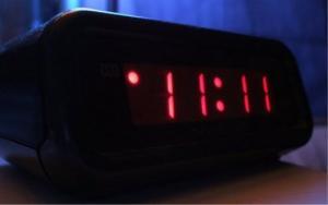 თუ საათს 11:11 მომენტში დახედავთ, თქვენ ნამდვილად გაგიმართლებთ! რატომ?
