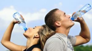 და მაინც,რამდენი ლიტრი წყალი უნდა დავლიოთ დღეში?