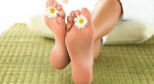 """როგორ ვუმკურნალოთ ფეხის ფრჩხილის სოკოს ,,შინაური"""" მეთოდებით"""