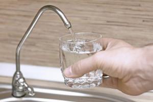 არ დალიოთ დღეში 8 ჭიქა წყალი, საშიშია!