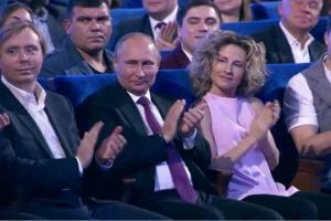 ინტერნეტში აქტიურად ადარებენ რუსეთის პრეზიდენტის ვლადიმერ პუტინის ორ ფოტოს