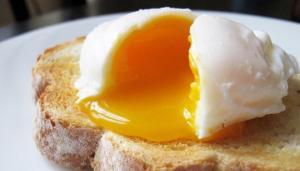 """რა ხდება თქვენს ორგანიზმში, როდესაც """"თოხლო"""" კვერცხს მიირთმევთ, ეს აუცილებლად უნდა იცოდეთ"""