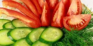 გიყვართ კიტრისა და პომიდვრის სალათი? გაიგეთ რისთვის არის სასარგებლო!