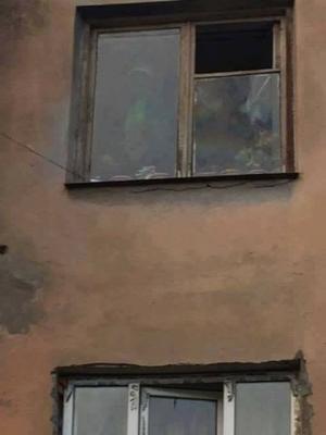 ზუგდიდში კომბინატის დასახლებაში ცირამუების ოჯახის სახლის ფანჯრის მინაზე ღვთისმშობელი გამოისახა