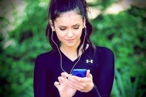 როგორ ავიცილოთ თავიდან სმენის დაკარგვის საფრთხე, მუსიკის ყურსასმენებით მოსმენის შემთხვევაში. ექიმის რჩევები