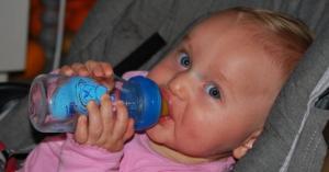აი რატომ არ უნდა დაალევინოთ ჩვილს დიდი რაოდენობით წყალი!– ეს ბევრმა არ იცოდით