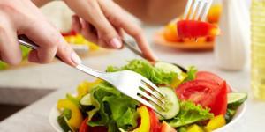 17 საკვები, რომელიც შეგიძლიათ ნებისმიერ დროს ნებისმიერი რაოდენობით მიირთვათ
