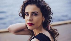 """ებრუ იოზქანი - ვინ არის ულამაზესი თურქი მსახიობი, სერიალიდან """"ნამსხვრევები"""" (+ფოტოები)"""