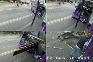 ინგლისში მამაკაცს ავტობუსი დაეჯახა და რამდენიმე მეტრზე ისროლა,შემდეგ კი ის ლუდხანაში შევიდა(ვიდეო)