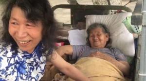 ჩინეთში 20 წელია მამაკაცი გარდაცვლილ დად ასაღებს თავს ავადმყოფი დედის გამო(ვიდეო)