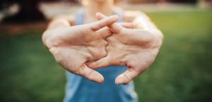 რა ხდება სინამდვილეში, როცა თითებს ვატკაცუნებთ - ის, რაც აქამდე შეცდომით ვიცოდით!