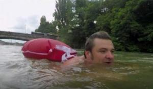 გერმანელი მამაკაცი ყოველდღიურად სამსახურში ცურვით  მიდის,რომ საცობები აიცილოს თავიდან