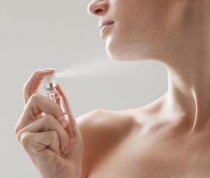 როგორ შევინარჩუნოთ სუნამოს არომატი მთელი დღის მანძილზე – 5  სასარგებლო რჩევა