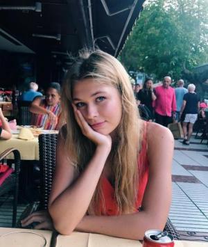 იცნობდეთ ეს სონია კიპერმანია, ვერა ბრეჟნევას ულამაზესი ქალიშვილი, რომელიც დედას სილამაზით არ ჩამოუვარდება