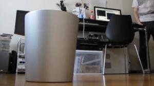 იაპონელებმა გამოიგონეს ჭკვიანი ნაგვის ურნა,რომელიც გადაგდებულ ნაგავს თვითონ იჭერს(ვიდეო)