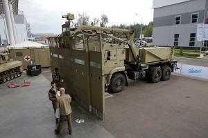 """""""კალაშნიკოვის"""" კონცერნმა შექმნა სამხედრო მანქანის ბაზაზე დემონსტრანტების დასაშლელი უზარმაზარი ფარი"""