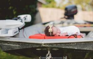 """10 დღის ჩვილის ფოტო ქარიშხალ ,,ჰარვიზე"""" გამარჯვების სიმბოლოდ იქცა"""