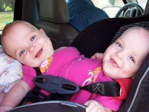 ამ სამი ტყუპის მშობლებმა უარი თქვეს საკუთარ შვილებზე. რა მოხდა  14 წლის შემდეგ
