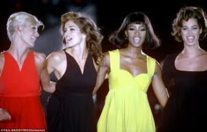"""""""ოქროს გოგონები - ორიგინალური სუპერმოდელები კარლა, კლავდია, ნაომი, სინდი და ჰელენა ბრუნდებიან """"ვერსაჩეს"""" მილანის მოდის კვირეულზე"""""""