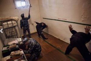 """რუსეთში, ქალაქ """"ნაბერეჟნიე ჩელნში"""" დააკავეს ორი მამაკაცი თანამეინახე მამაკაცის გაუპატიურებისათვის"""