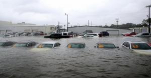 """რა ელის აშშ-ში ქარიშხალი """"ჰარვისა"""" და """"ირმას"""" შემდეგ """"დამხრჩვალ""""500 000 ავტომობილს?"""