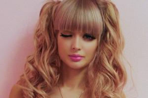 რუსი გოგონა იმდენად ლამაზია და ისე ჰგავს ბარბის თოჯინას, რომ მშობლები სახლიდან არ უშვებენ