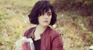 """გონჯა ვუსლათერი - ვინ არის თურქი მსახიობი ქალი, სერიალიდან """"დედა"""" (ფოტოები)"""