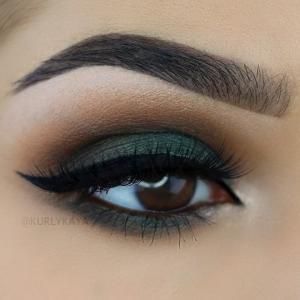 ყავისფერი თვალების იდეალური მაკიაჟის მაგალითები