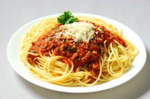 პასტა სოუსით (მაკარონის წინასწარ მოხარშვა საჭირო არ არის)