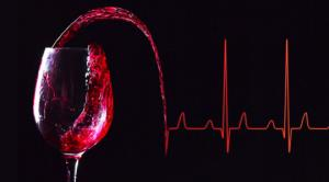რატომ უჩნდება ზოგიერთ ადამიანს  ალკოჰოლის მიღების შემდეგ სახეზე წითელი ლაქები?