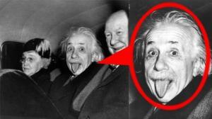 საინტერესო ისტორია ფოტოს შესახებ, რომელზედაც აინშტაინს ენა აქვს გამოყოფილი!
