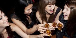ამერიკელი მეცნიერების დასკვნა:ქალები კაცებზე მეტს სვამენ