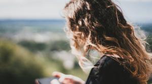 6 გულახდილი მიზეზი, იმისა თუ რატომ არ მოგწერთ ქალი პირველი
