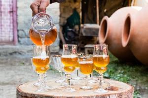 როგორ დავაყენოთ ევროპული სტილის თეთრი მშრალი ღვინო
