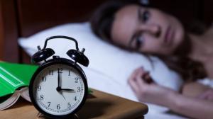 აი, რატომ გვეღვიძება ღამით ერთსა და იმავე დროს - ორგანიზმი განგაშს ტეხს