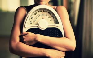 10 მიზეზი თუ რატომ ვერ იკლებთ წონაში,მაშინაც კი,თუ არაფერს ჭამთ